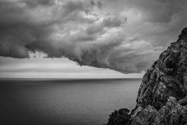 Rocas y nubes