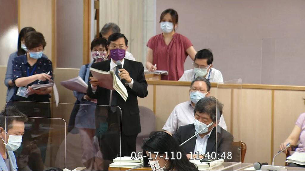 經濟部次長陳正祺出席立法院黨團協商。擷取自直播影片。