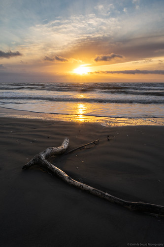<p>Sun down on the Kapiti Coast. Just 24 hours before the arrival of a southwesterly spring storm, as it marched its way up the country. <br /> <br /> Kapiti Coast, New Zealand.</p>