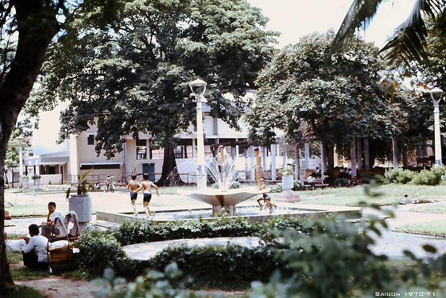 Saigon Park - Công viên Vạn Xuân. Photo by Charles W. 1970-71