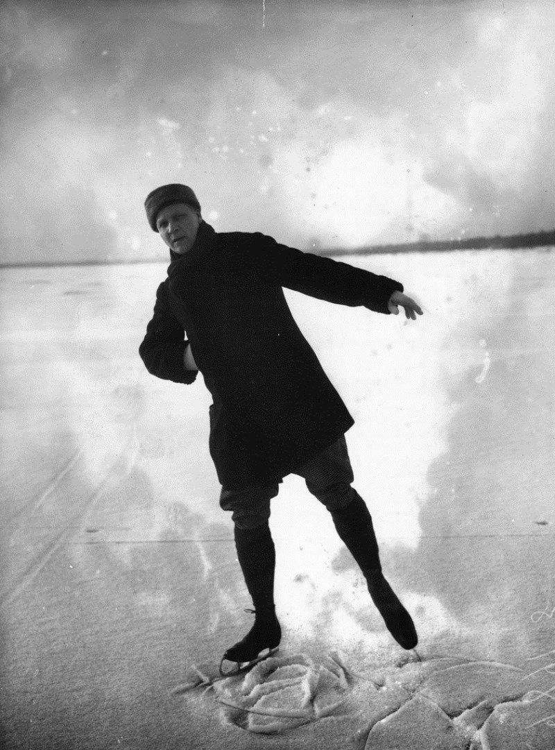 Федор Шаляпин на льду Финского залива.