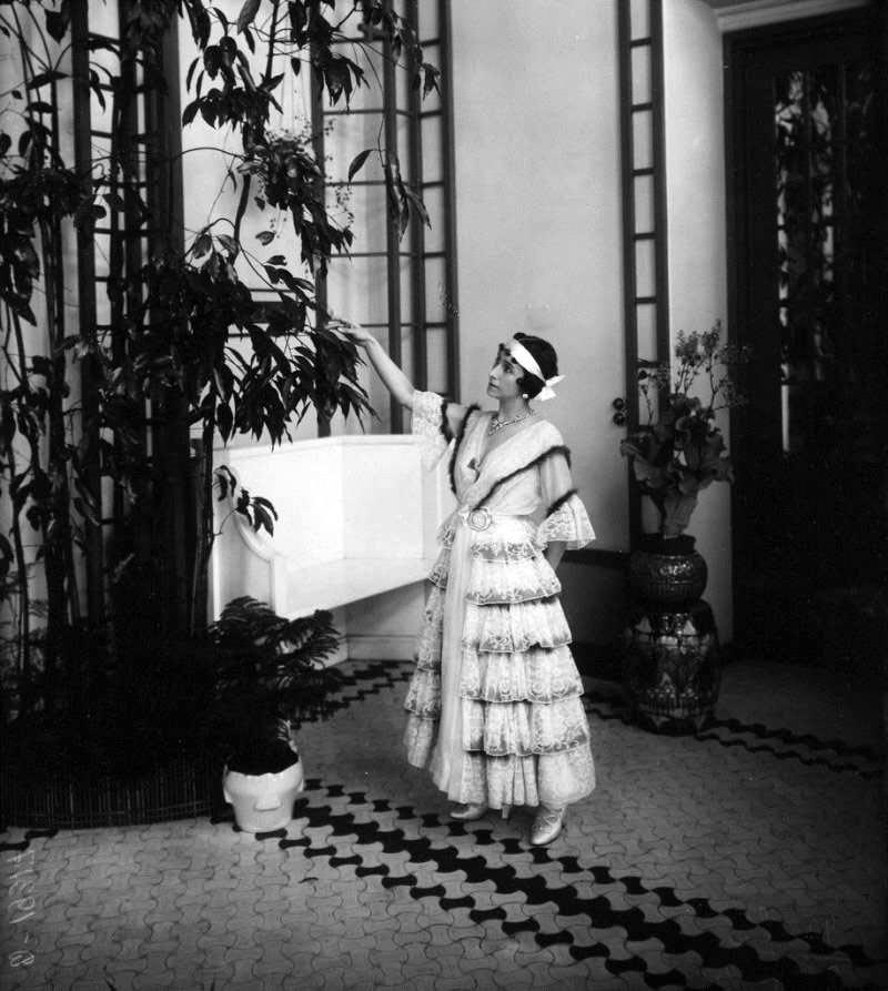 1916. Балерина Матильда Кшесинская в своём особняке