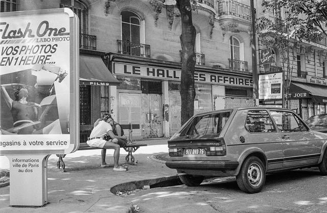 Street, Paris, France, 1990, 90-89-02