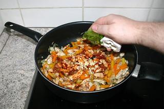 17 - Add garlic / Knoblauch hinzufügen