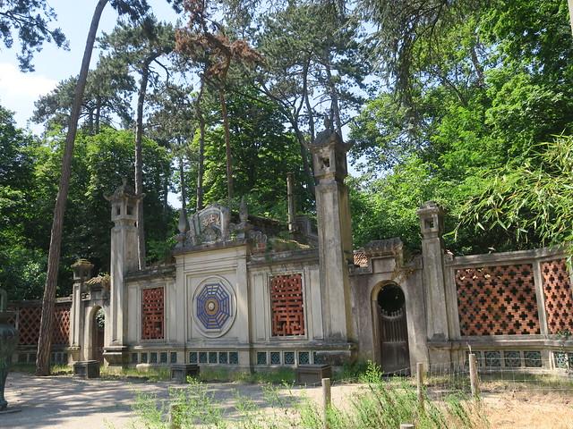 Quel est ce lieu??? Esplanade du Dinh, Jardin d'agronomie Tropicale de Paris, Bois de Vincennes, Paris XIIe