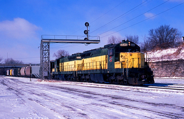 CNW 6646 transfer, 7th Street, St Paul, MN; Feb 1991_