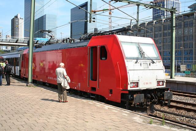 2009-06-23; 0002. Traxx E186 115 klaar voor testritten over de HSL. Rotterdam Cs.