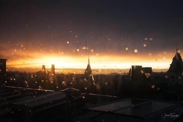 Panorama Parisien Sous La Pluie