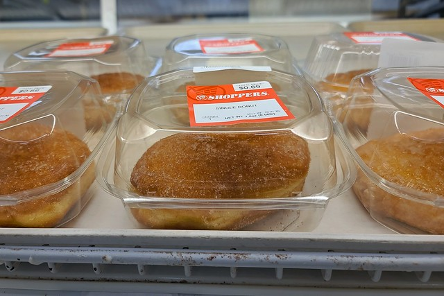 Individually packaged donuts at Shoppers Food [02]