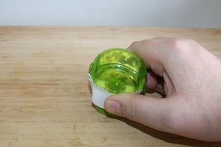 03 - Mince garlic / Knoblauch zerkleinern