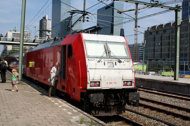 2009-06-23; 0004. Traxx E186 115 klaar voor testritten over de HSL. Rotterdam Cs.