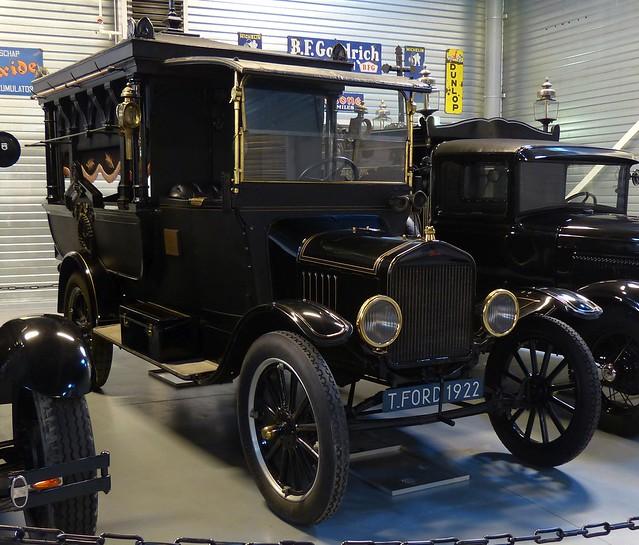 1922 Ford Model TT Hearse black vr