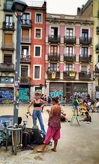Calles de Barcelona. Carrer del Fonollar. Ciutat Vella. Dia mundial de los malabares.