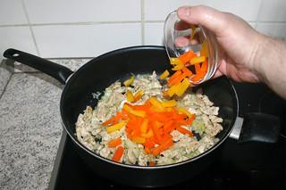 14 - Add bell pepper slices / Paprikastreifen addieren