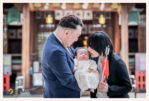城山八幡宮へお宮参り 親子の記念写真