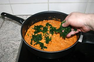 25 - Add spinach to sauce / Spinat in Sauce geben