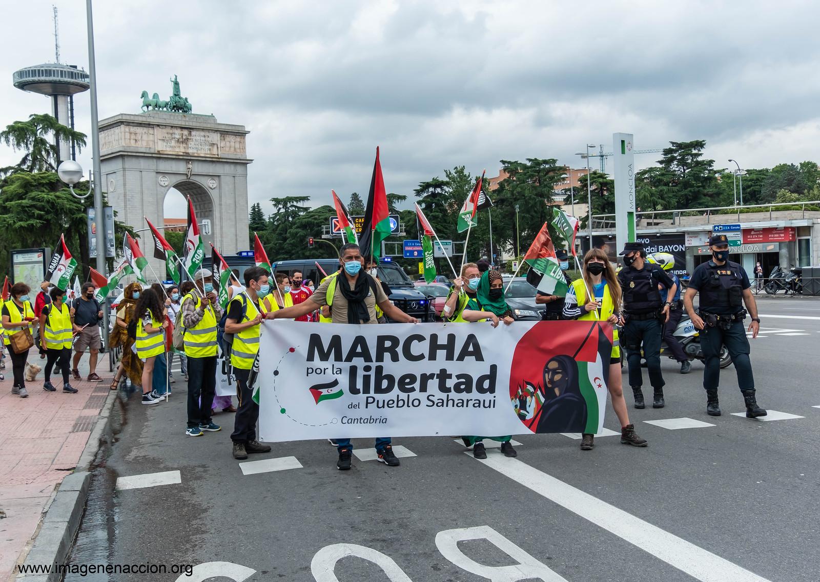 """FED. DE LA C.MADRID DE ASOCIACIONES SOLIDARIAS CON EL SAHARA  """"MARCHA POR LA LIBERTAD DEL PUEBLO SAHARAUI""""  LLEGADA A MADRID"""