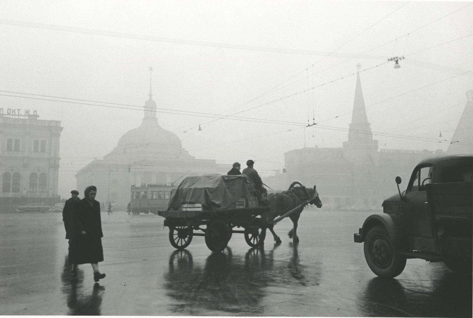 1957.  Комсомольская площадь