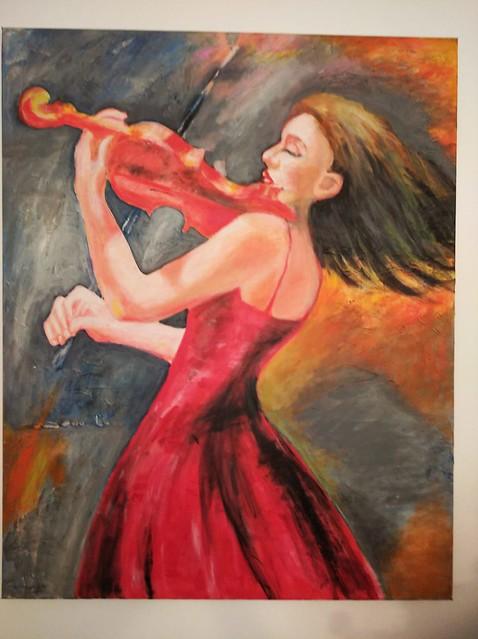 אישה מנגנת בכינור ציור יוצרת ישראלית אורלי בינדר  אמנית עכשווית ציירת מודרנית orly binder