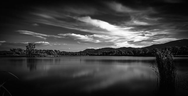 ... nella riserva dei laghi (lunga esposizione 02, b/n) ...