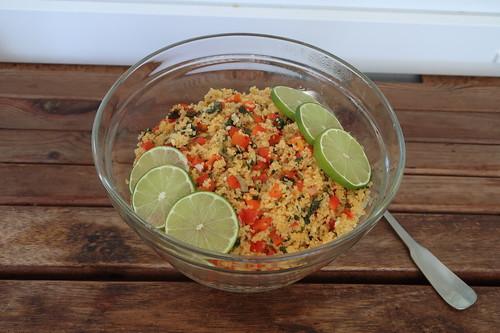 Couscoussalat mit Limetten, Paprika und Koriander (Schüssel)
