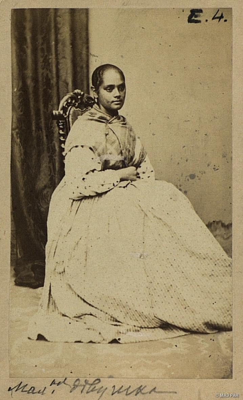 05. Портрет девушки в повседневном платье