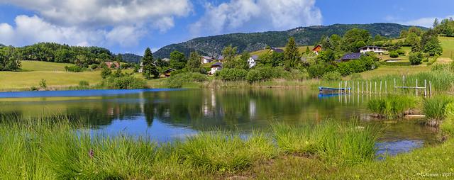 Le lac dans son écrin de verdure (Savoie 06/2021)