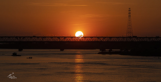 SHF_3170f_Sunset behind the Thang Long bridge-1