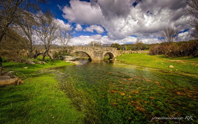 Puente romano de tres ojos
