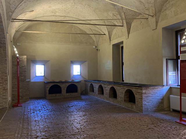 2020.09.14.097 EMILIA-ROMAGNA - FERRARE - Castello Estense - Les cuisines