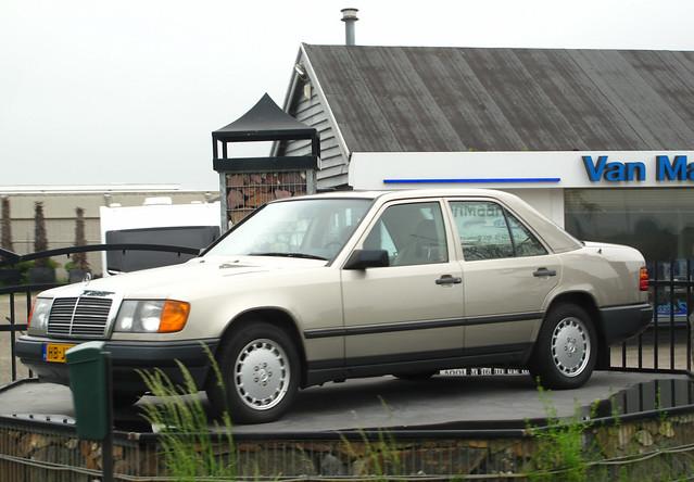 1988 Mercedes-Benz 260 E (W124)