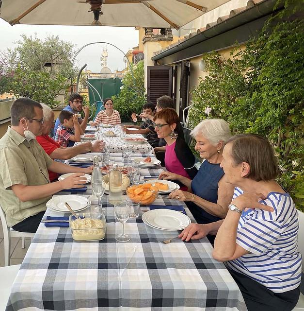 Cena di compleanno in terrazzo