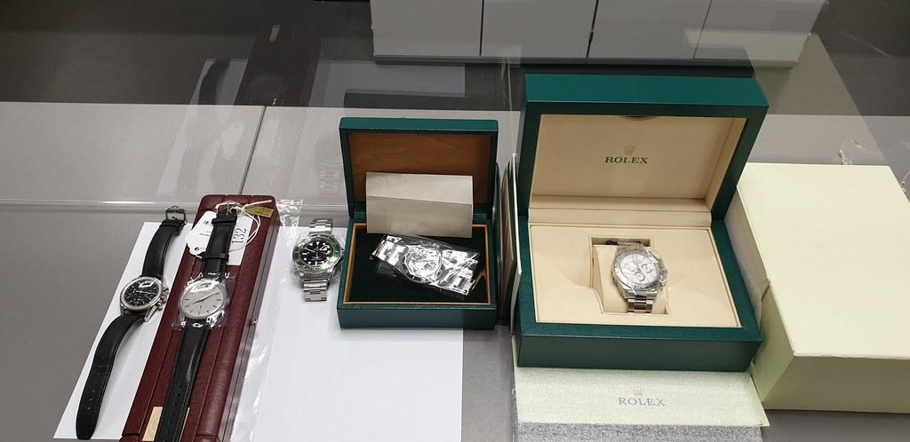Zoll: Uhren im Wert von 155.000 Euro sicher gestellt