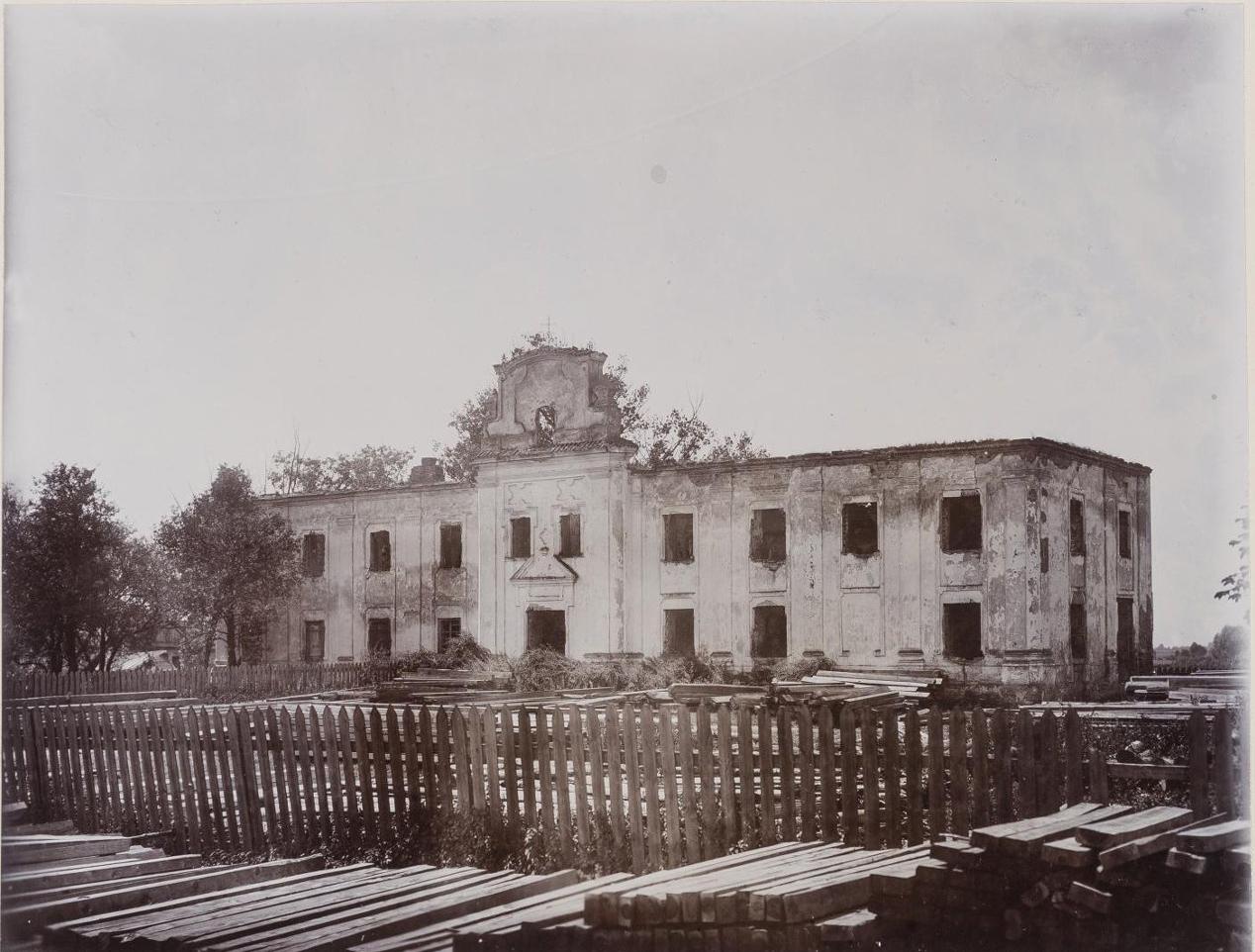 Здание бывшего Спасского монастыря.1911