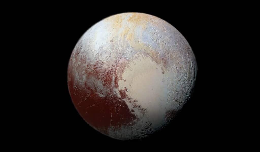Les taches rouges de Pluton demeurent un mystère