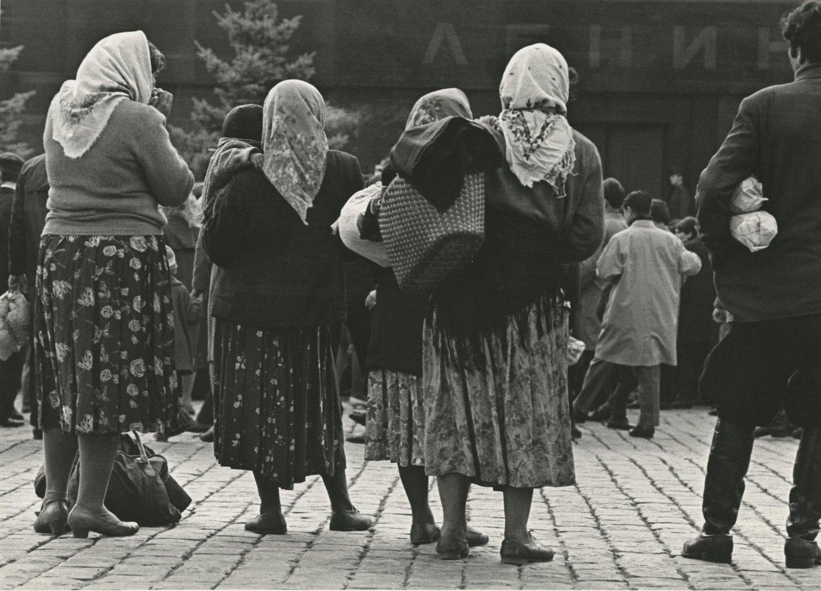 1960. Женщины у Мавзолея