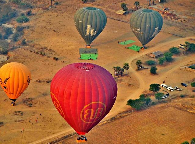 MYANMAR, Burma - Ballonfahrt  früh morgens über das historische Bagan, 78362/13781
