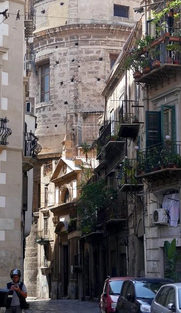 Au hasard des rues, Via dei Bambinai, Palerme, Sicile, Italie.