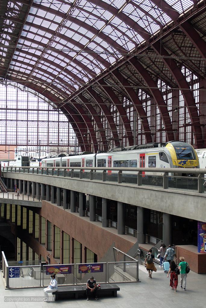 08002 at Antwerpen Centraal