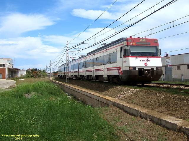 Tren de Cercanías de Renfe (Línea C-1 o C-2) a su paso por ALBAL (Valencia)