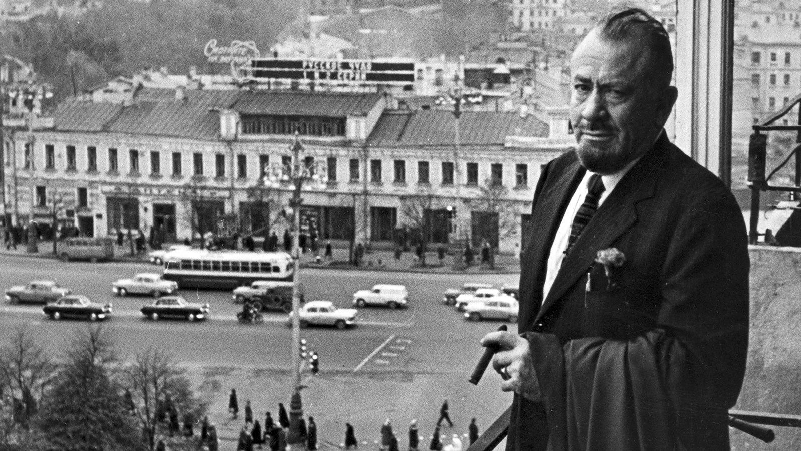 1963. Писатель Джон Стейнбек в редакции газеты «Известия»