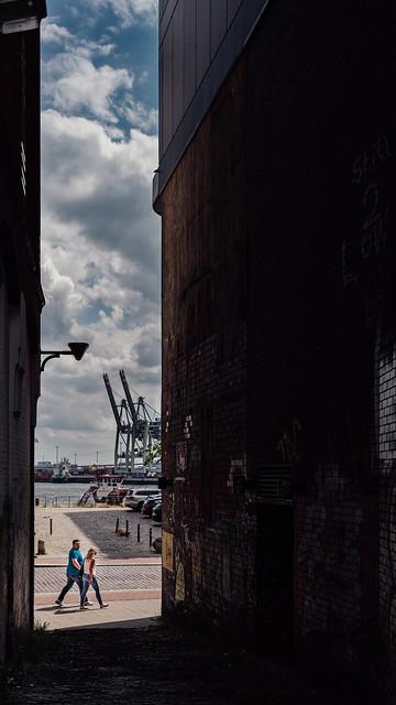 Hamburg Holzhafen - Couple walking by