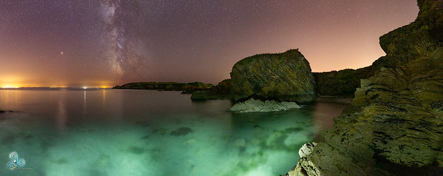 Baie de Douarnenez by night