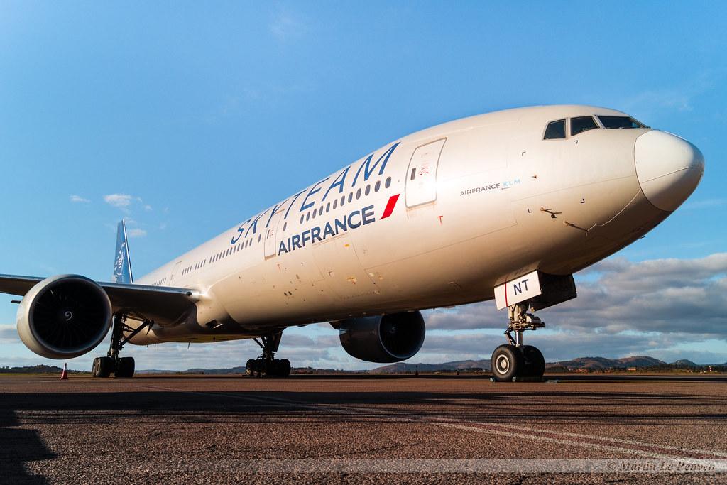 Boeing 777-328ER Air France F-GZNT