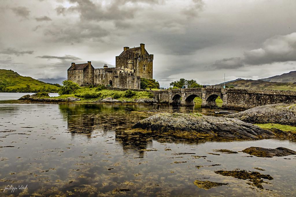 Eleanan Donan Castle, en arrivant sur Skye, Ecosse.