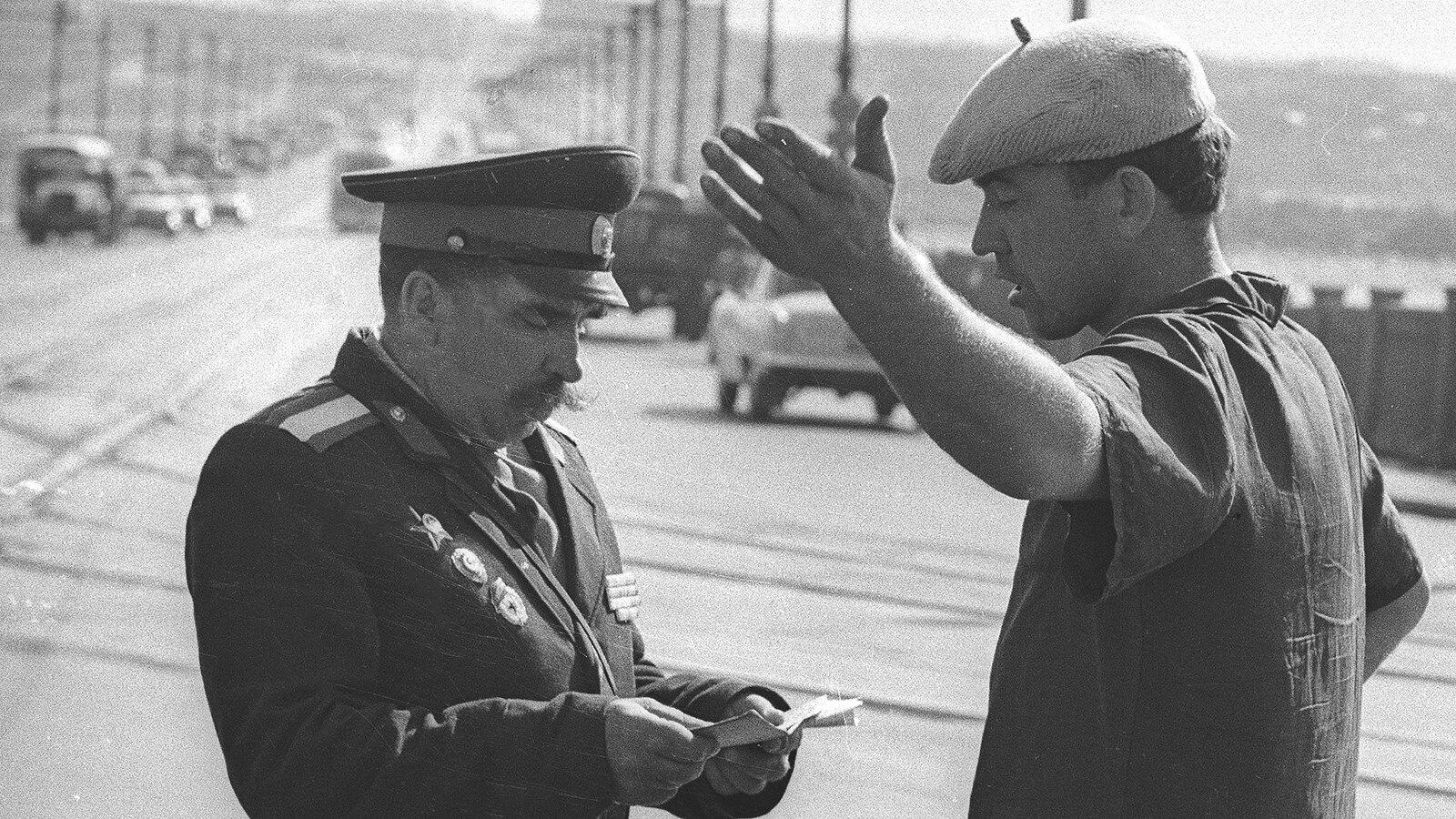 1960. Проверка документов у водителя