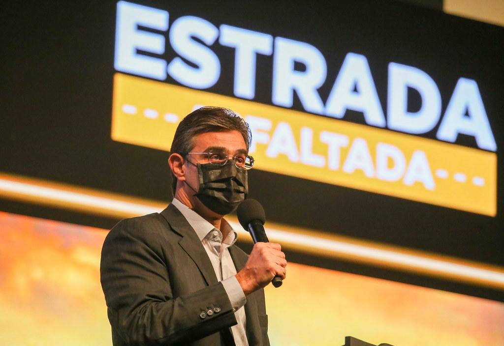 """Anúncio do programa """"Estrada Asfaltada"""""""