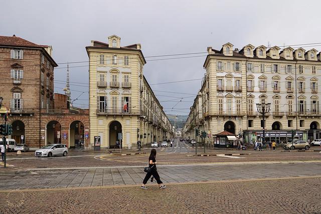 Una cartolina da Torino - Sulla sinistra via Verdi, al centro via Po