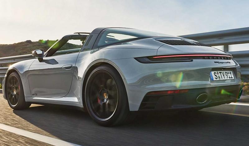 2022-porsche-911-targa-4-gts-rear-3-4