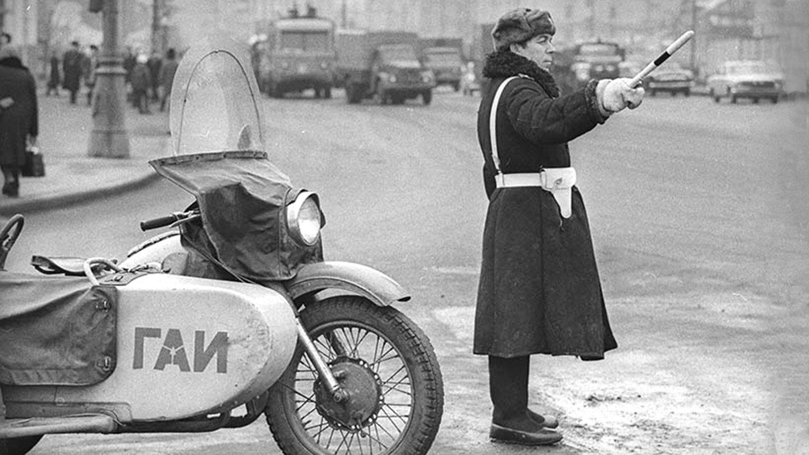 1960. Дорожный постовой